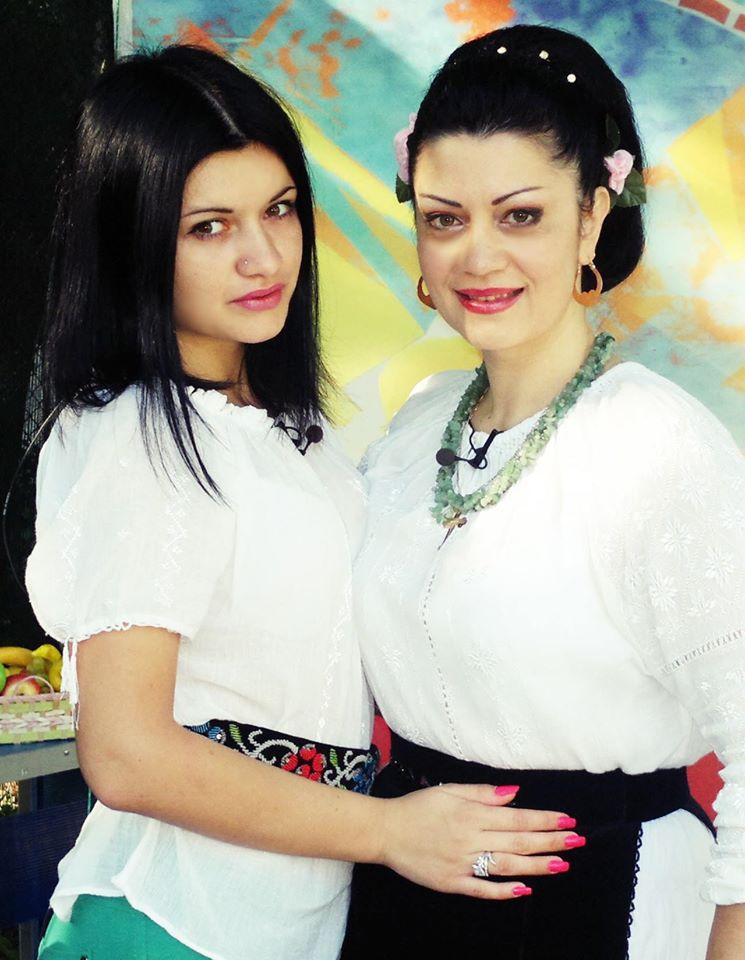 La plimbare cu interpreta de muzică populară Doina Arseni şi fiica Andra