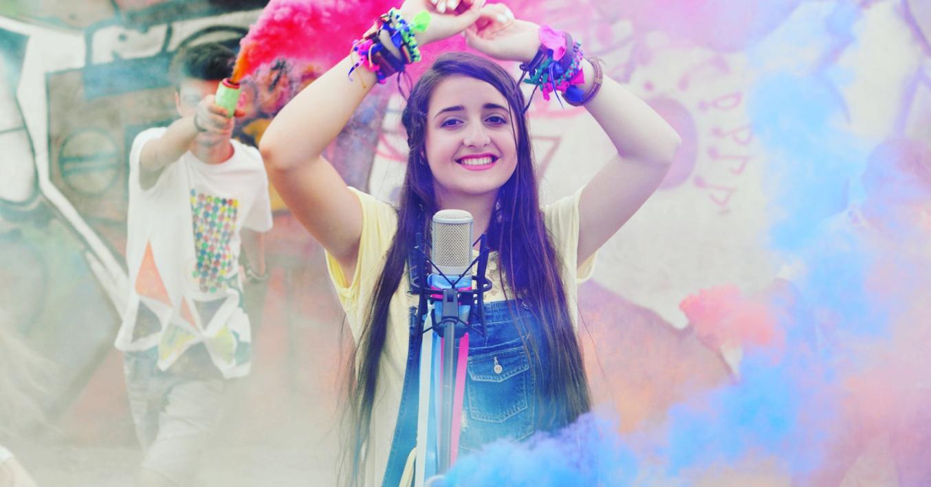 Tinerii interpreți muncesc și vara! Soffy Blue – cel mai recent nume lansat în lumea muzicii autohtone