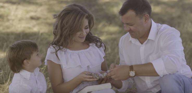 Până la lacrimi! Cristina Ceauș a lansat un videoclip EMOȚIONANT! Mesajul piesei te va răscoli