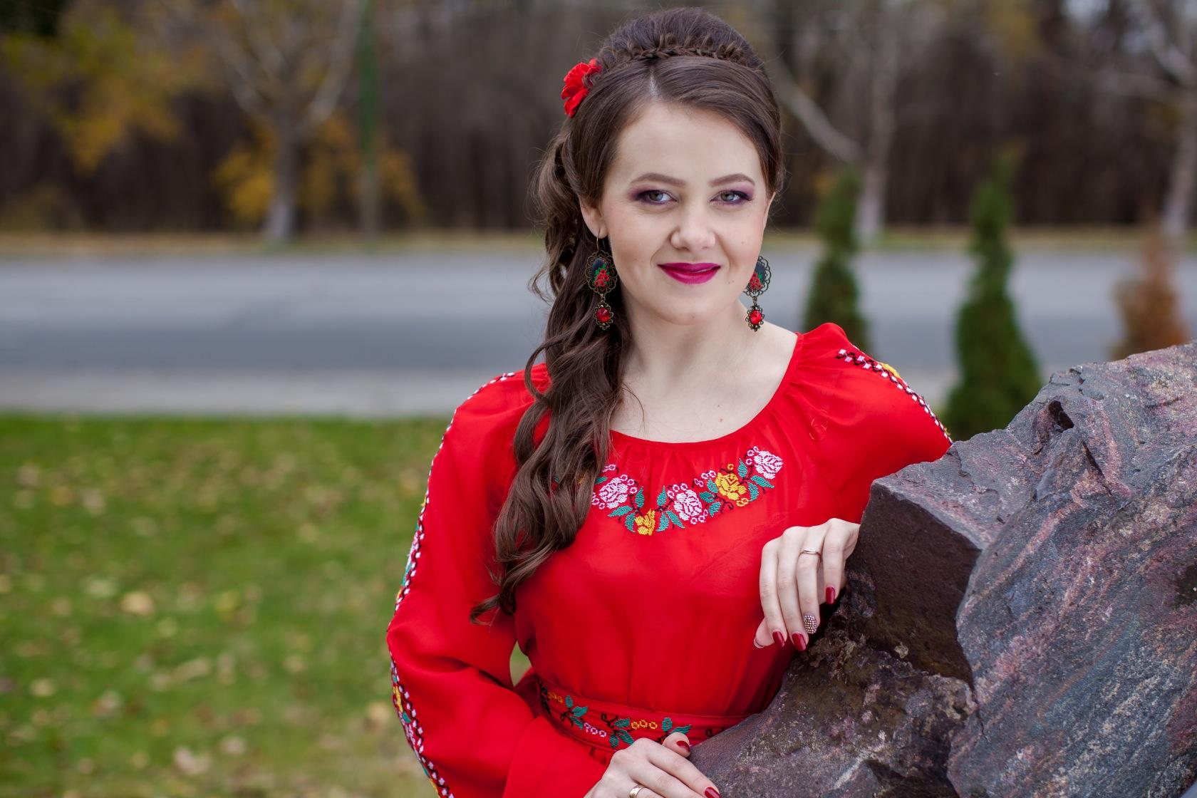Romina Spînu pregătește un videoclip dedicat satului ei de baștină!