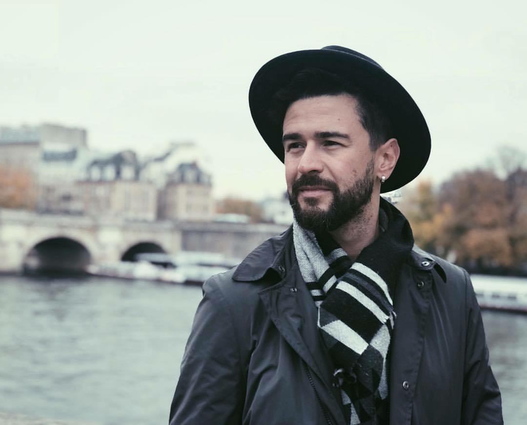 Pasha Parfeni cântă despre hoți și hoție în noul videoclip! L-ai urmărit?