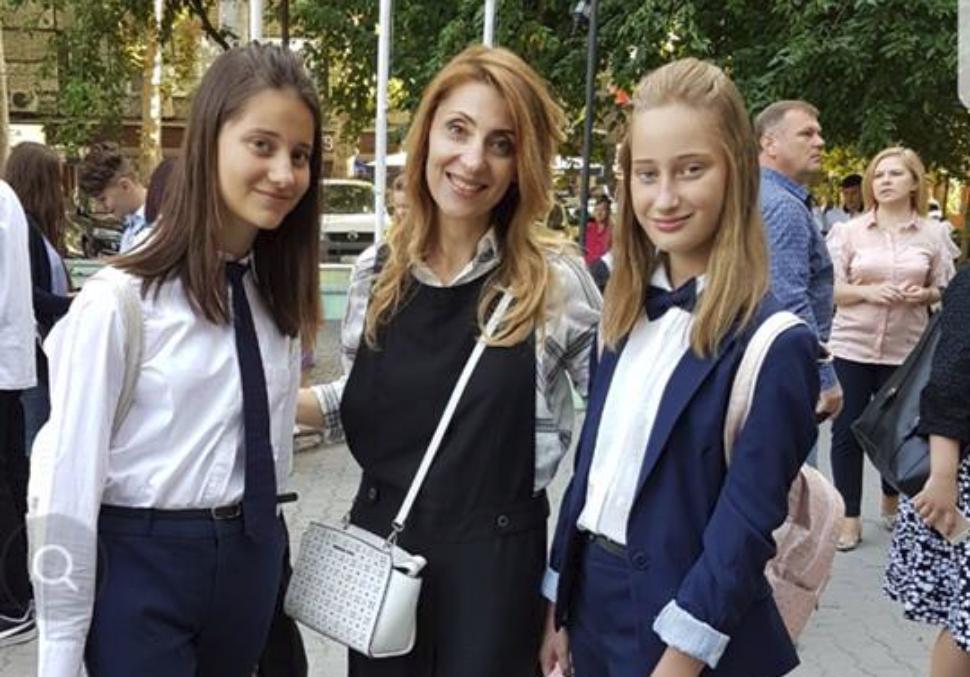 """Aura, mândră de fete ei: ,,Deja au o meserie"""""""