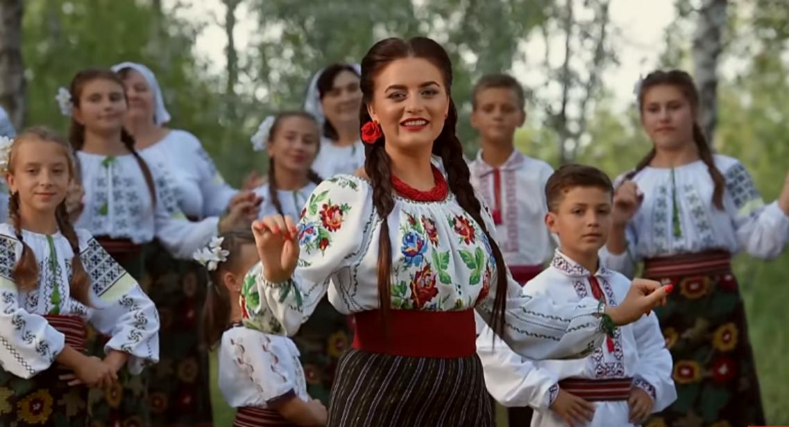 """Mihaela Tabură ne prezintă cel mai nou videoclip al ei ,,Mândră sunt că-s moldoveancă"""""""