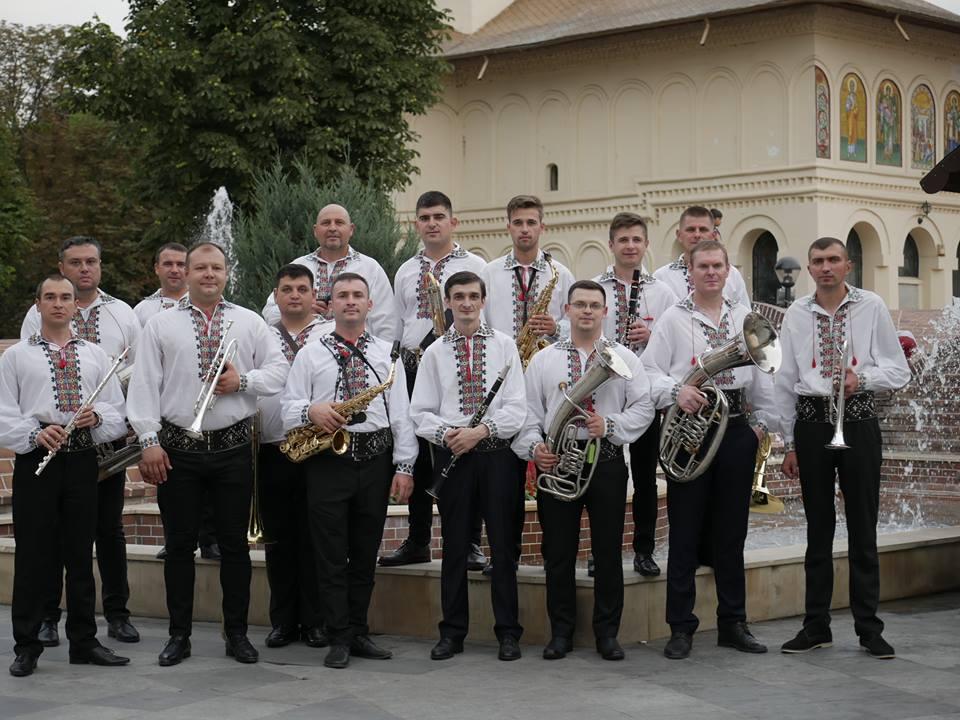 """Fanfara ,,Anatol Cazac"""" a participat la parada din 6 august, desfășurată la Focșani. Urmărește cum a fost prestația  instrumentiștilor"""