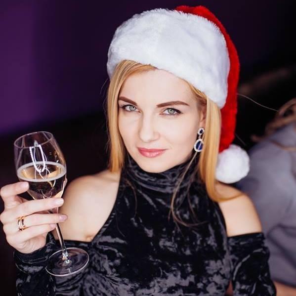 """Mariana Mihăila v-a amplifica industria muzicală la categoria Sărbătorilor de Iarnă ! Se așteaptă """"Anul Nou """" !"""