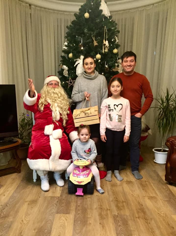 Costi Burlacu și Corina Tepes l-au găzduit pe Moș Crăciun| FOTO