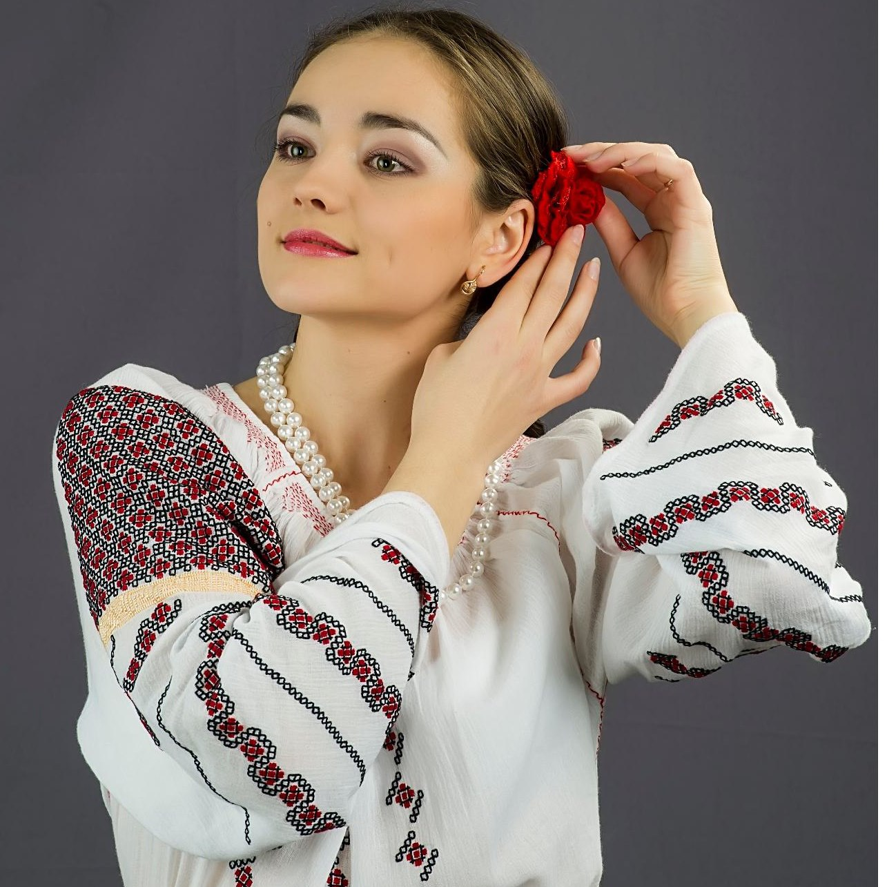 Tânăra interpretă Luciana Spînu a dat START PROVOCĂRII |Vezi cum arată vedetele fără pic de machiaj