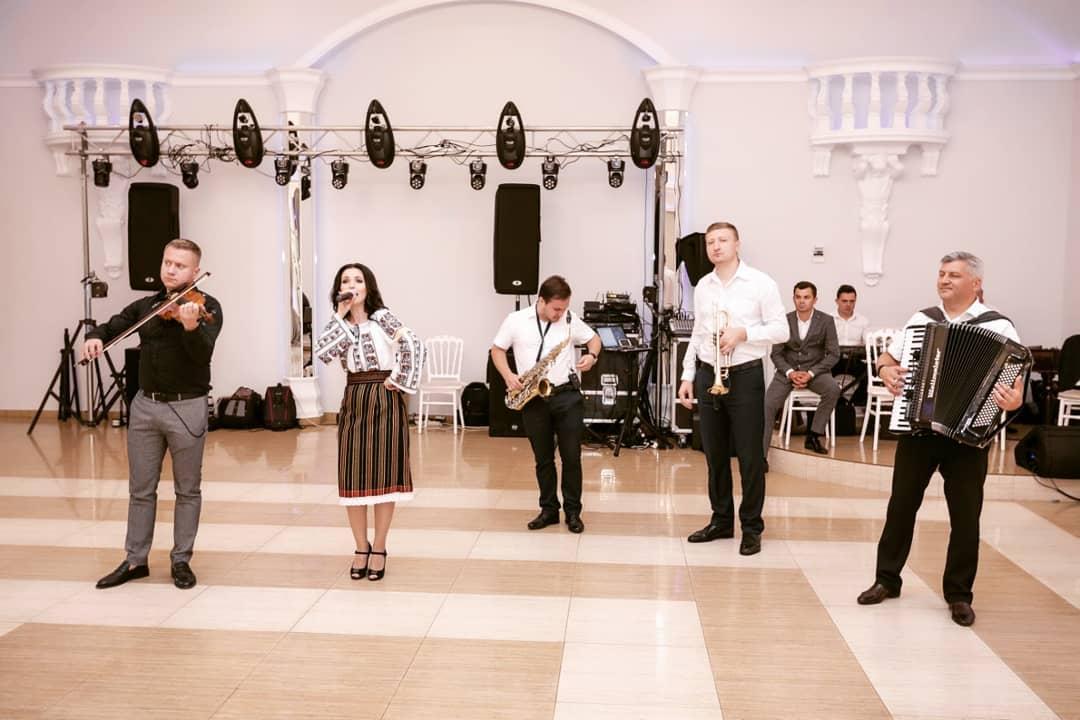 Nicoleta-Sava Hanganu a devenit mămică de curând, iar la scurt timp face chef și voie bună la petreceri !