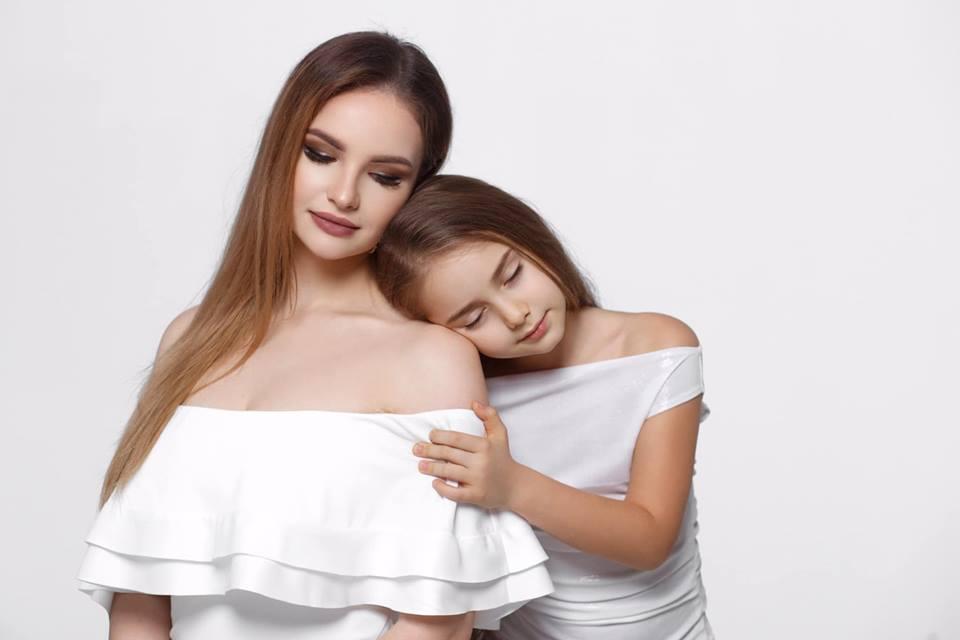 """Ana Cernicova și Amelia Uzun au lansat primul videoclip mamă-fiică de 8 Martie """"Sufletul meu e și al tău, mamă!"""""""
