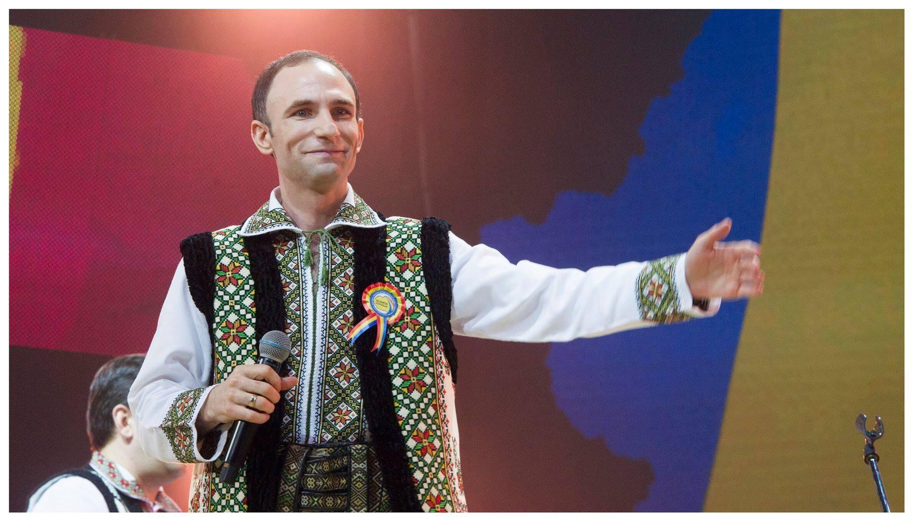 """Ion Paladi înroșește butonul de """"replay"""" pe YOUTUBE și deține 100 mii de  abonați! Artistul a fost premiat cu """"BUTONUL DE ARGINT"""""""