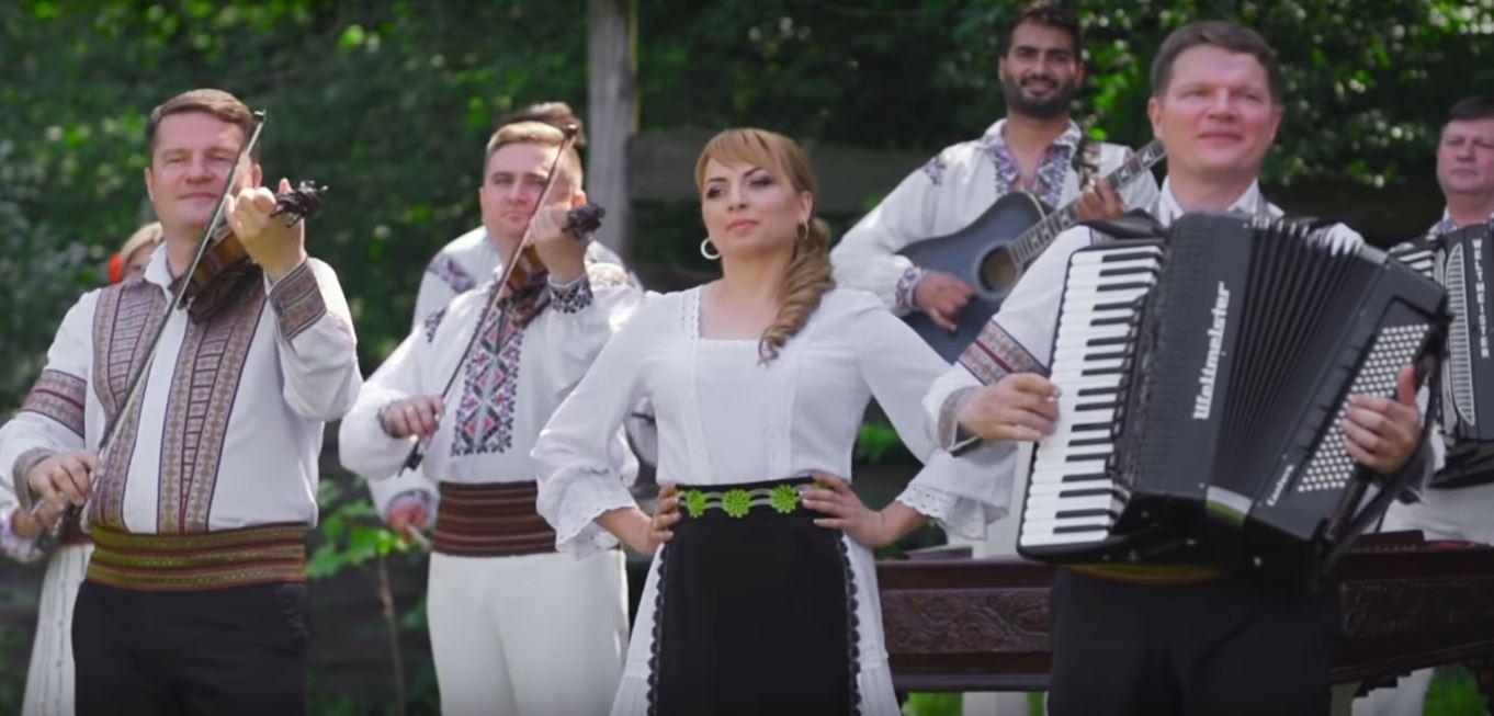 Rodica Talmaci și Orchestra Fraților Ștefăneț înzestrează repertoriul muzicii autohtone cu realizări frumoase