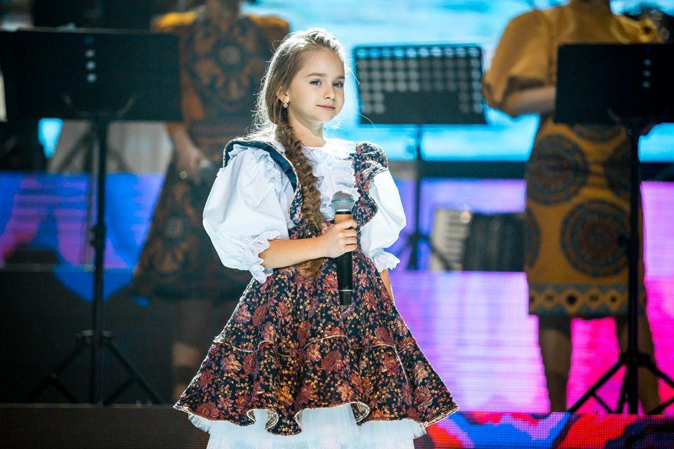 Amelia Uzun a împlinit 10 ani! Părinții i-au transmis mesaje emoționante |FOTO