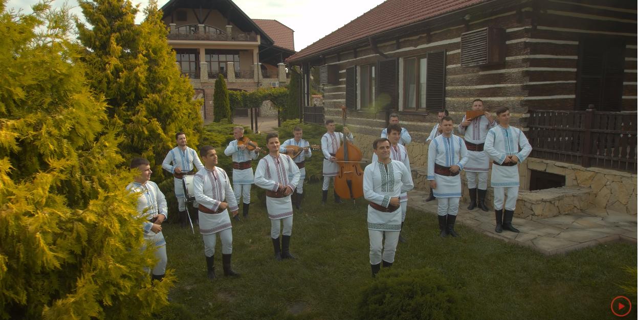 """Au lansat VIDEOCLIP! Nicolae Gribincea și Ansamblul Etnofolcoric Plăieșii """"au schimbat una de-o mie"""" – """"La Murgeanca-n prăvălie"""""""