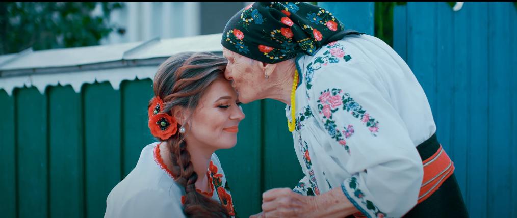 """PREMIERĂ de la Oxana Mardari! """"Draga mea copilărie, a fost și n-o să mai fie.."""" (Video)"""