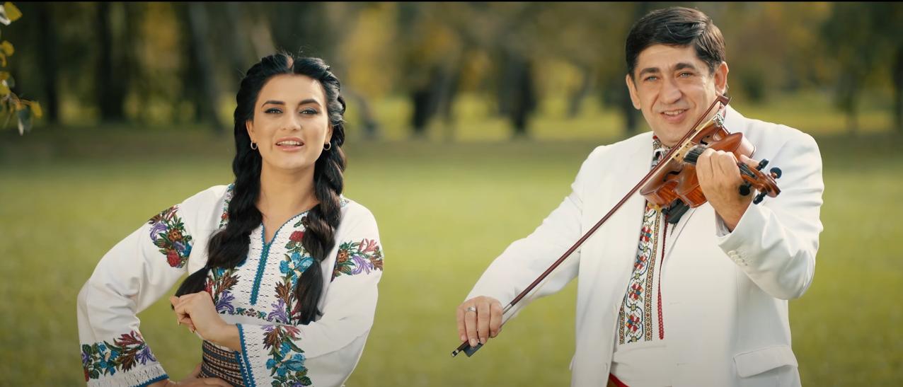 """""""Săltăreț și legănat, așa ca la sat"""" se încinge jocul cu o sârba de la Mihaela Tabură și Orchestra Lăutarii (Video)"""