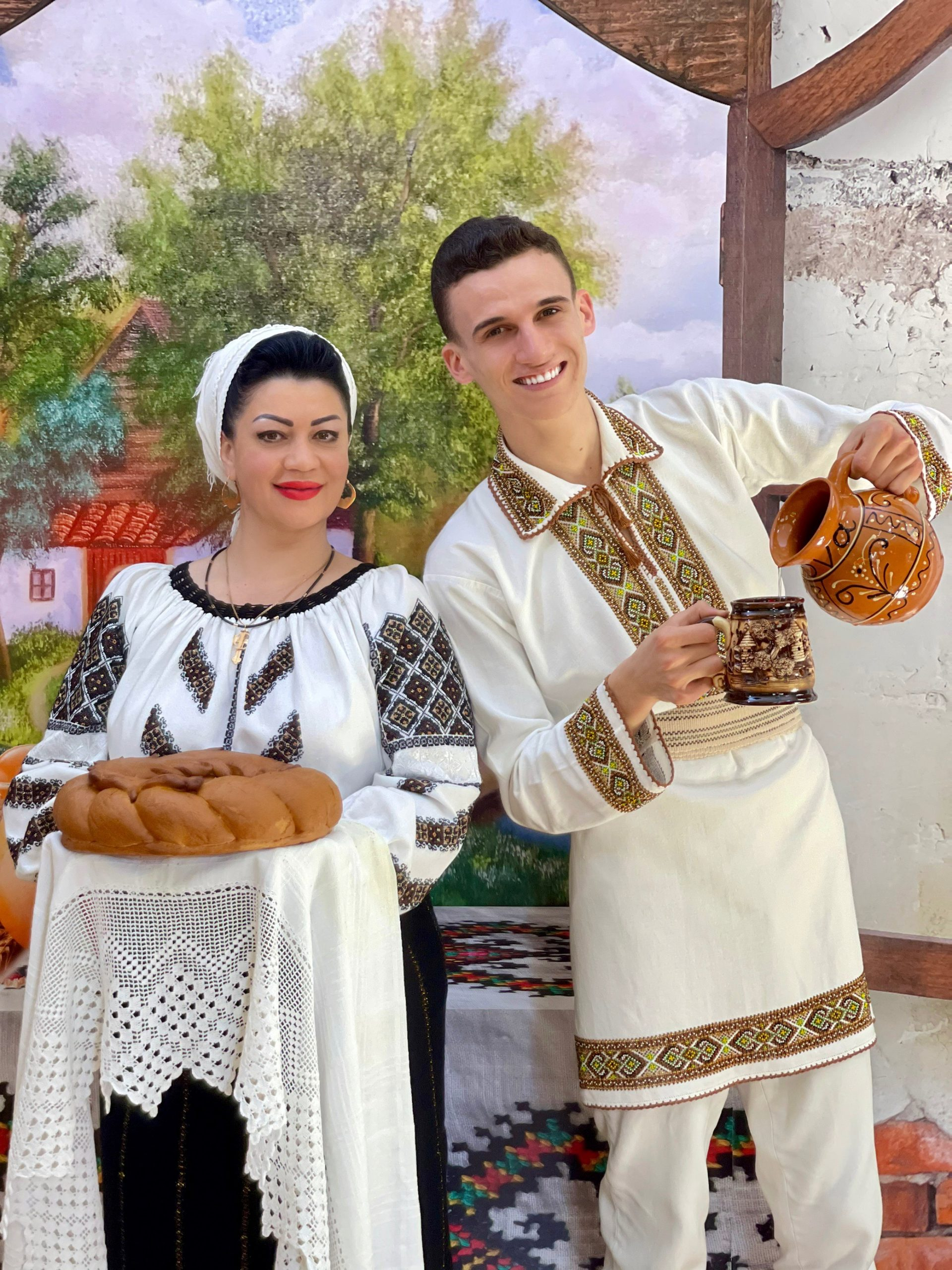 """𝗣𝗼𝗳𝘁𝗶𝗺 𝗹𝗮 𝗡𝗼𝗶"" 𝗰𝘂 𝗗𝗼𝗶𝗻𝗮 ș𝗶 𝗡𝗲𝗕𝘂𝗻𝘂 – Liliana Prado, Adrian Ursu, Ioana Căpraru și Vladimir Serbușca"