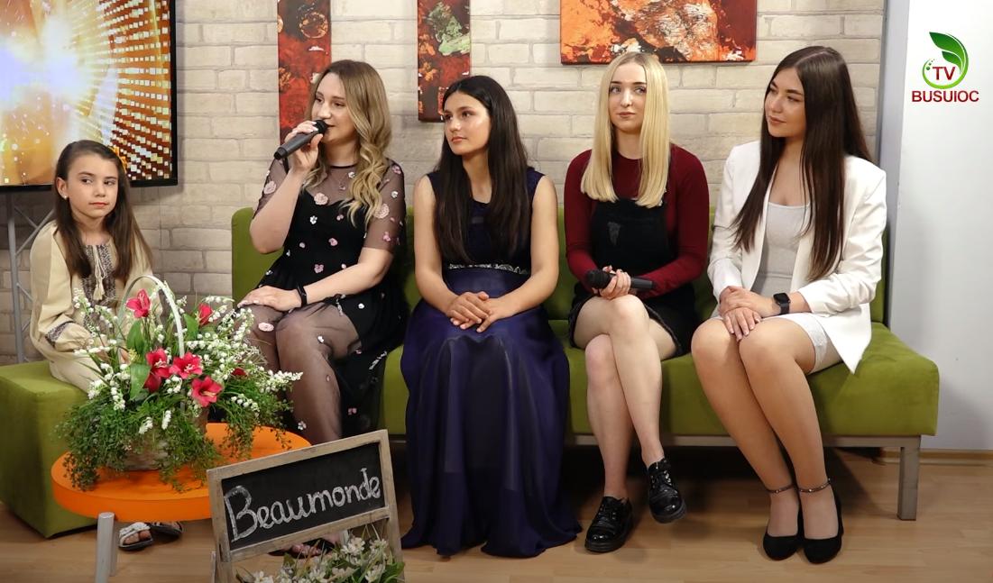 Suhaciov Nionela, Malic Adreea, Dorgan Alina și Buga Inga alături de profesoara Abramova Alexandra!